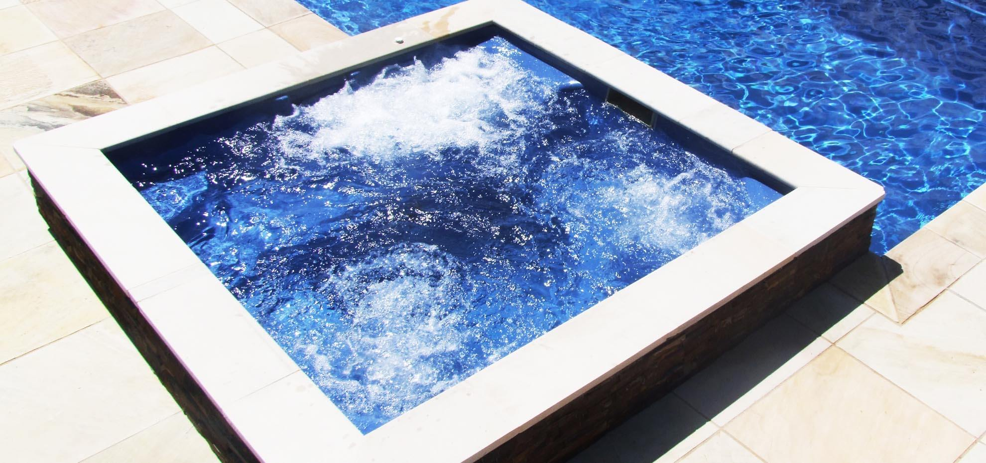 Fiberglass pool by Leisure Pools