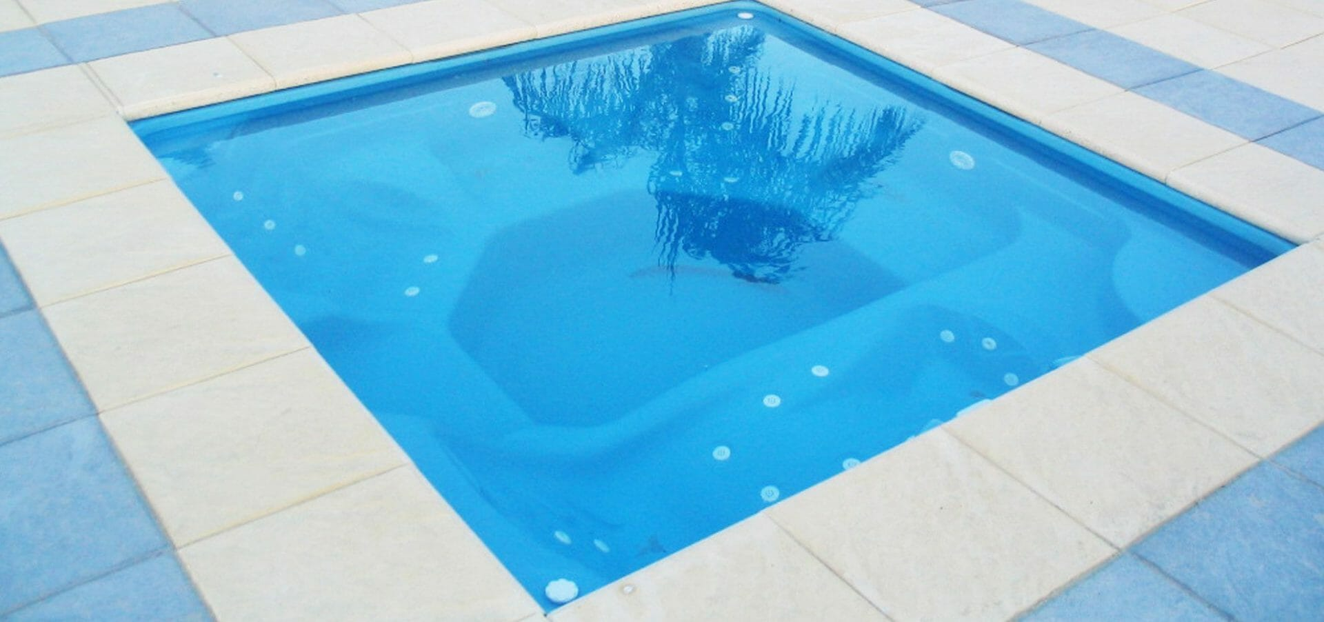 Sorrento Fiberglass pool with Coping by Leisure Pools