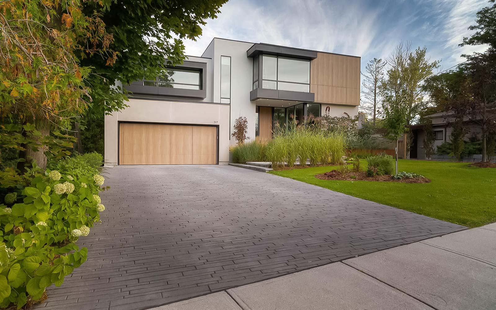 Modern Landscaping Design and Construction by Toronto's Landscaping Company.