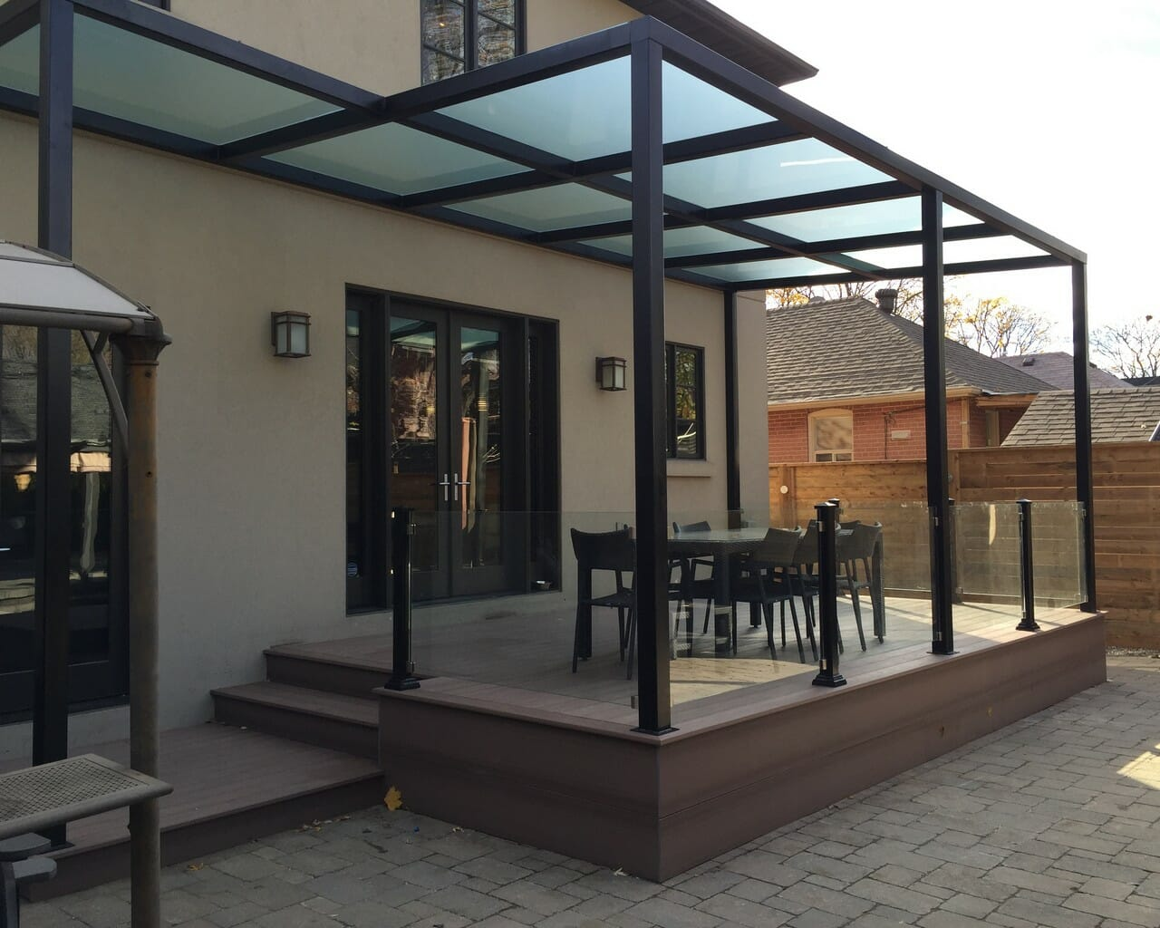 pvc deck with pergola and glass railings m e contracting toronto landscaping design. Black Bedroom Furniture Sets. Home Design Ideas