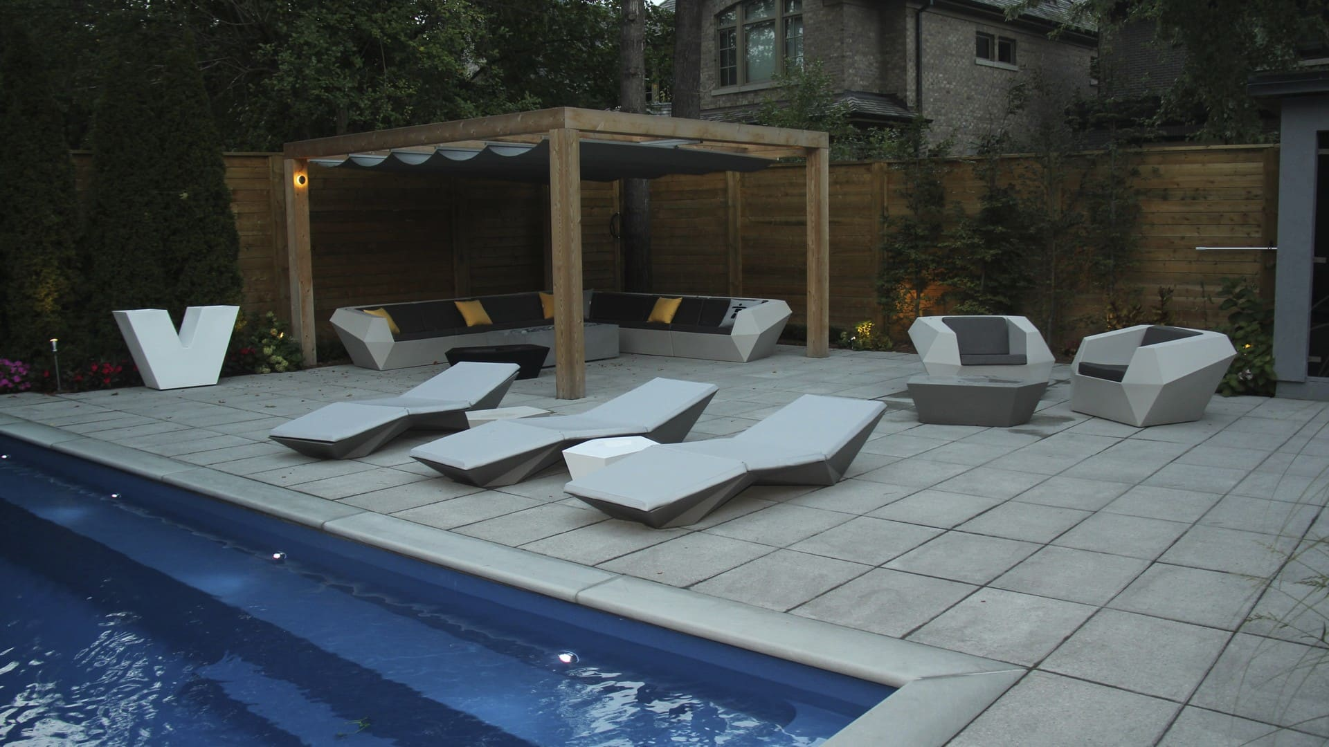 M.E. Contracting is a premier landscaping company based in Toronto