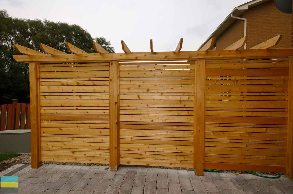 Interlocking patio cedar privacy screen and pergola m e for Wood privacy screens for decks