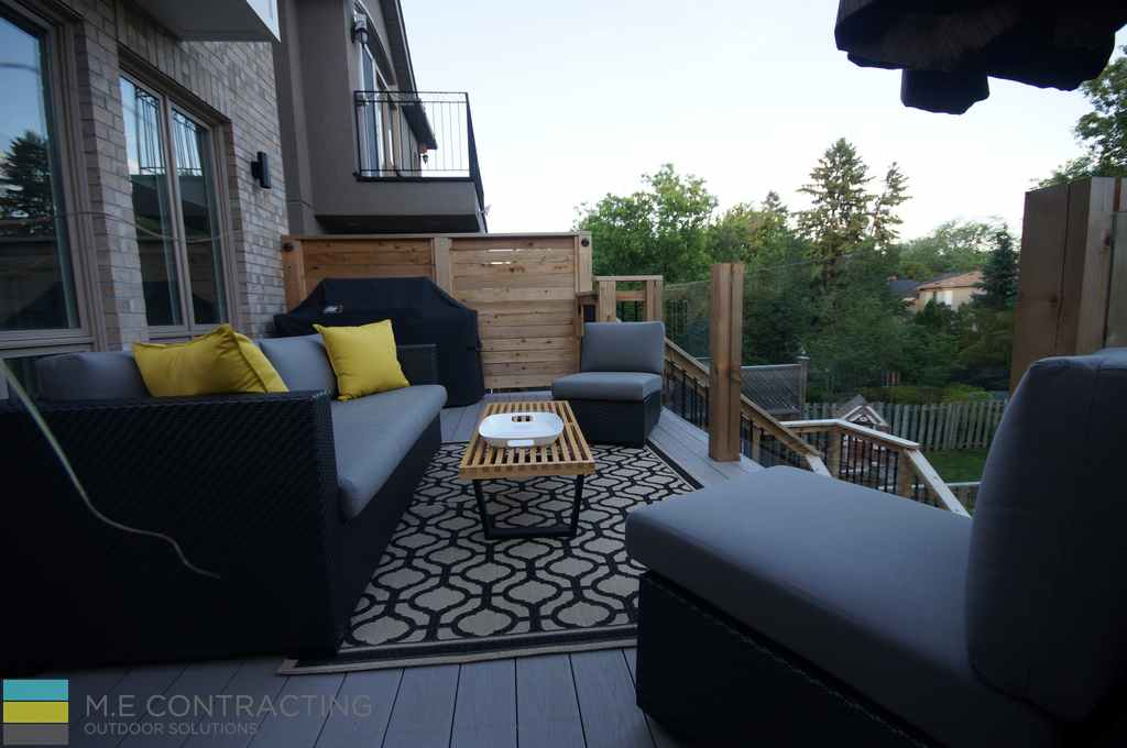 PVC deck, outdoor furniture, steps, tempered glass railings, cedar horizontal privacy screen