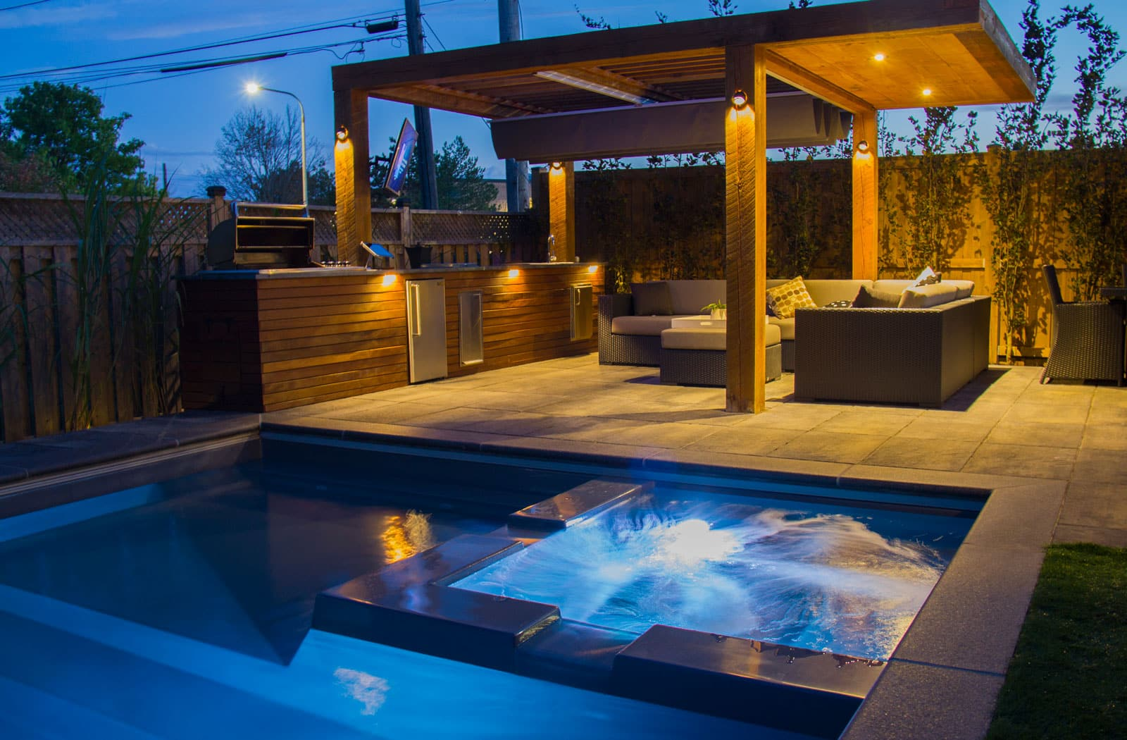 Toronto landscaping deck building company interlocking for Pool show toronto